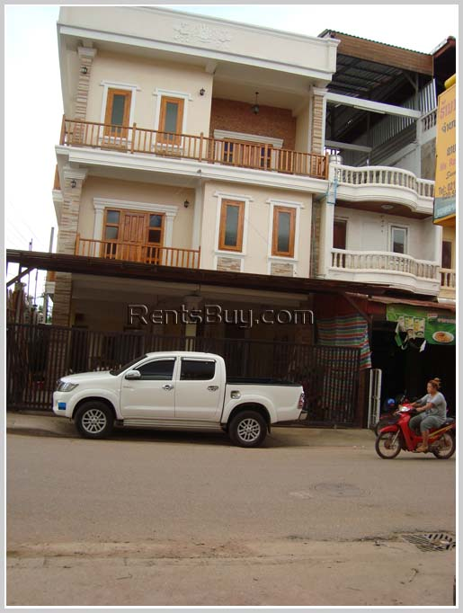 Shop house for rent in the market area