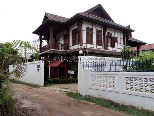 Modern Lao style house in Ban Thatkao for urgent sale
