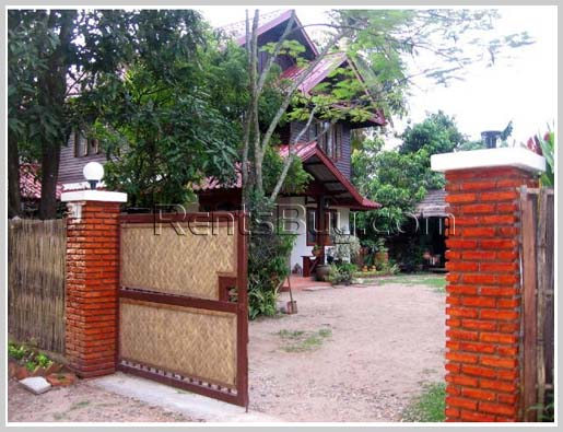 ID: 974 - Lao style house in international area 6 mn to Sengdara