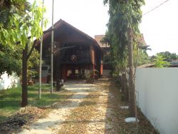 ID: 1364 - Lao style house near Australian Embassy for rent