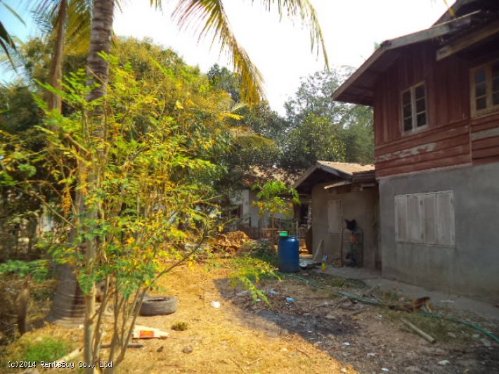 ID: 934 - House with large land near Beer Lao Factory