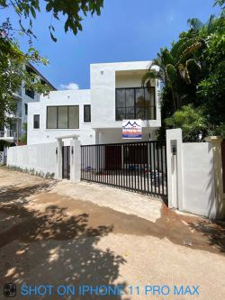 ID: 4554-The Beautiful modern house near The Pizza Company Phonsinuan for rent