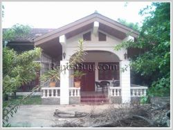 ID: 2222 - House with large garden near minimart