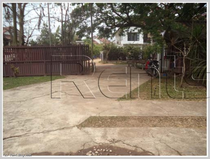 ID: 3063 - Lao style house with large yard for rent in Diplomatic Area.