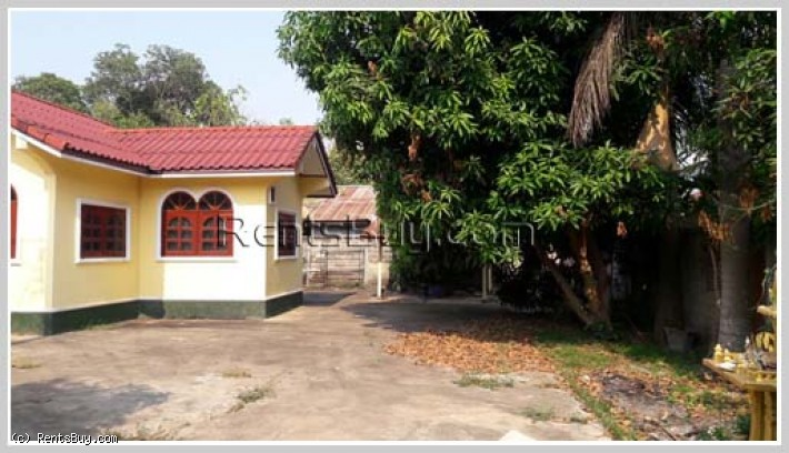 ID: 1689 - The pretty houseby pave road in town for sale in Hadsayfong district