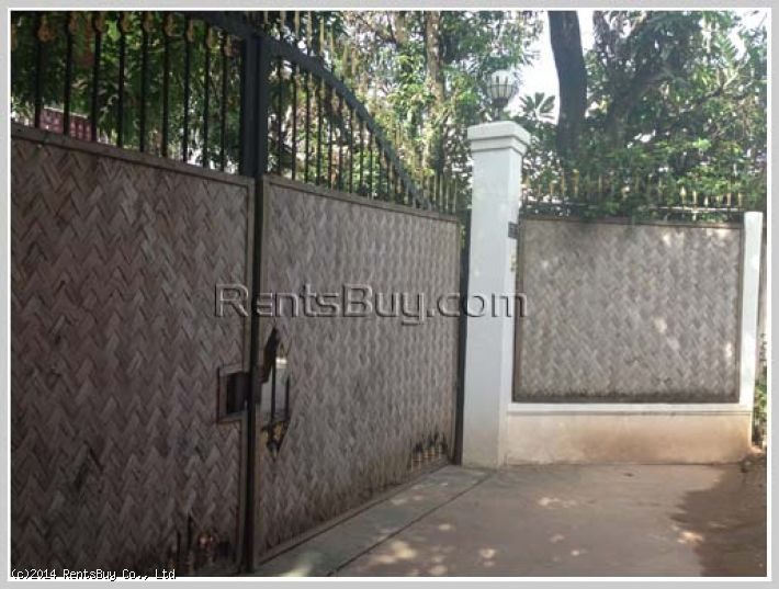 ID: 2368 - Luxury house with large garden near French school