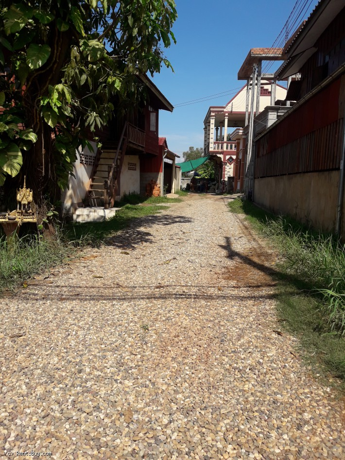 ID: 4131 - Vacant land with the old house near Main road close to National University of Laos for sa