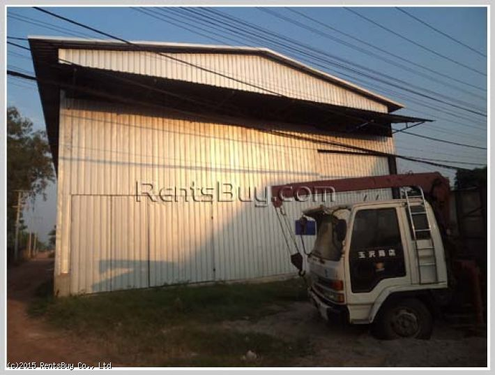 ID: 1072 - Warehouse in town by main road