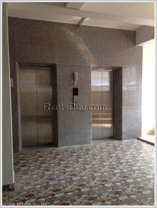 ID: 2462 - Vacant office at the front of Donchan Hotel for rent at low price
