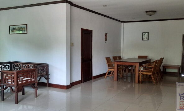 villawithpoolforrent08